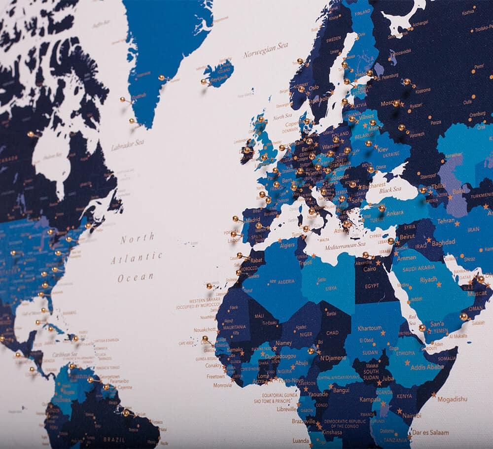 Carte du voyage a epingles bleu marin