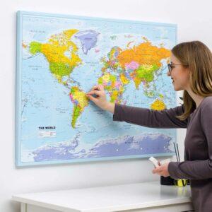 Carte du monde avec punaises Politique Détaillé