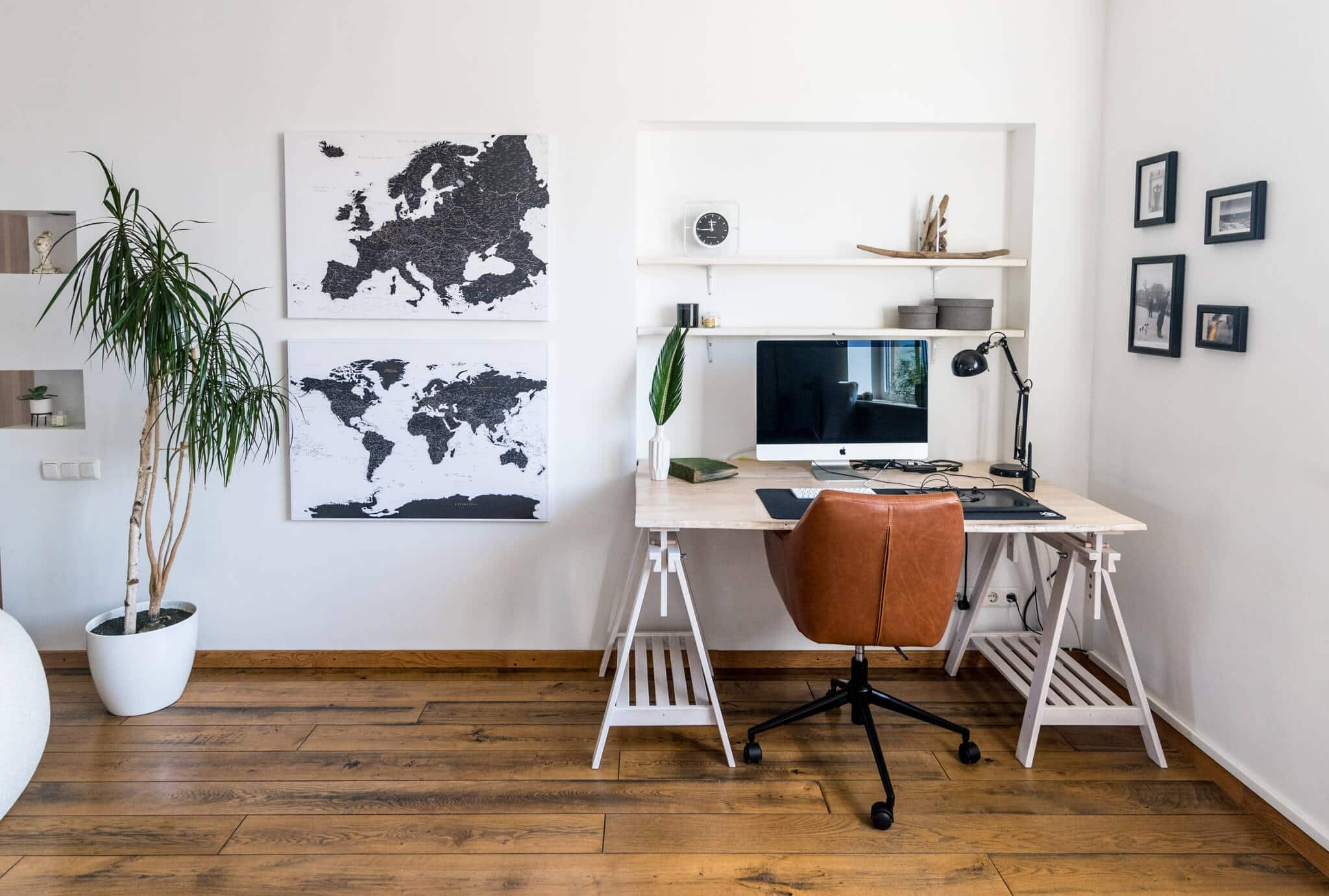 Europe-world-Canvas-Maps-Black-and-white-minimalistic-tripmapworld