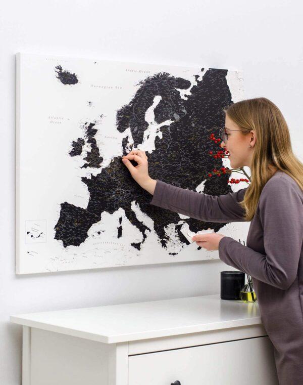 La carte de lEurope avec épingles Noir et blanc (Détaillé) tripmap