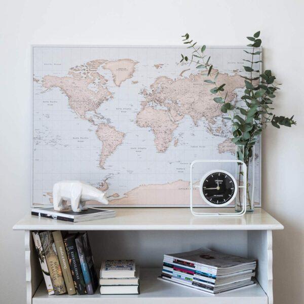 Carte du monde avec punaises Ancien bleu clair marron Détaillé