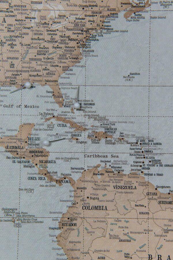 mappemonde carte avec epingles Ancien bleu clair marron Détaillé