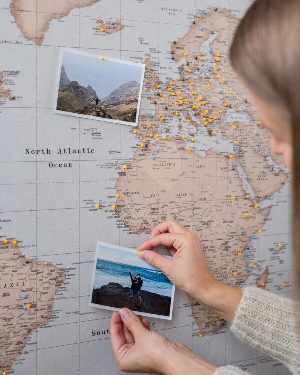 vintage carte du monde voyage punaise