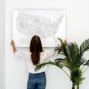 Carte des États-Unis à épingles liege gris