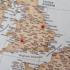 carte de l'europe avec des epingles vinatge
